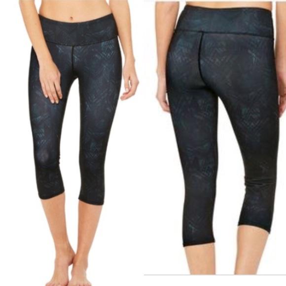 c4b565258e21ec ALO Yoga Pants | Alo Airbrush Capri Indio Black Small | Poshmark